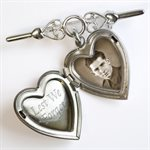 LOCKET-STYLE BROOCH - LEST WE FORGET